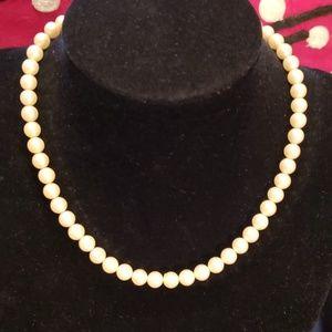 ❤3/$20 itemVtg Tifari pearl choker